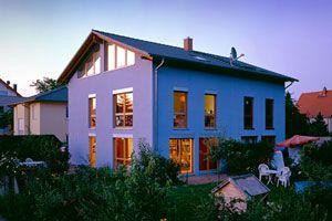 Stadtvilla Deckung mit Frankfurter Pfanne in Granit und dunkelgrau