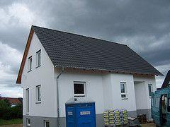 Einfamilienhaus Dachdeckung mit Taunuspfanne in Granit