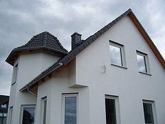 Einfamilienhaus mit Turm welcher in 3 Dachniegungen gefertigt wurde
