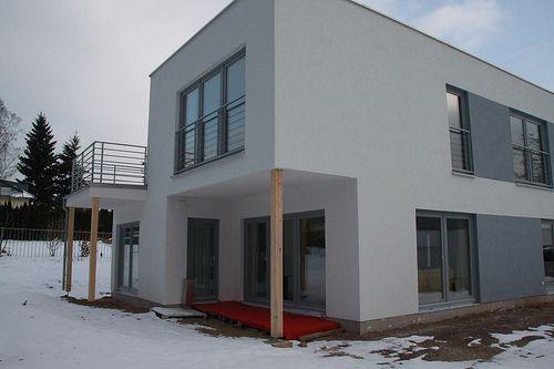 Einfamilienhaus als Holzrahmenbau mit Balkon - Zimmerei Walther Dresden / Pirna